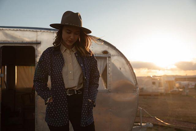 #pensive #hat #vintagetrailer #sunset #desert = #instagold 😕👒🚋🌅🌵🥇