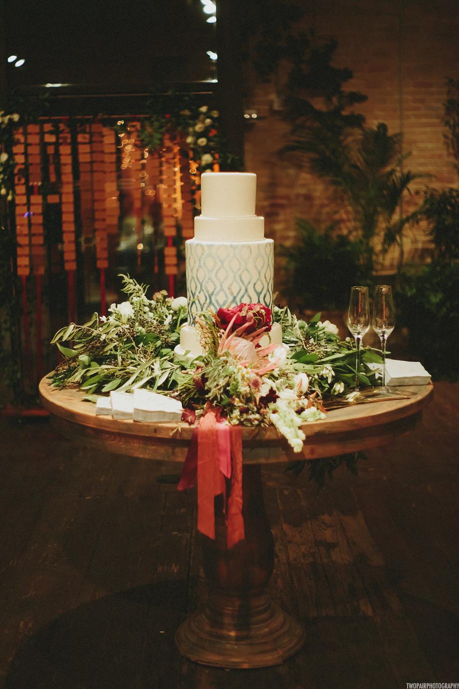 wedding-cake-floral-garland.jpg