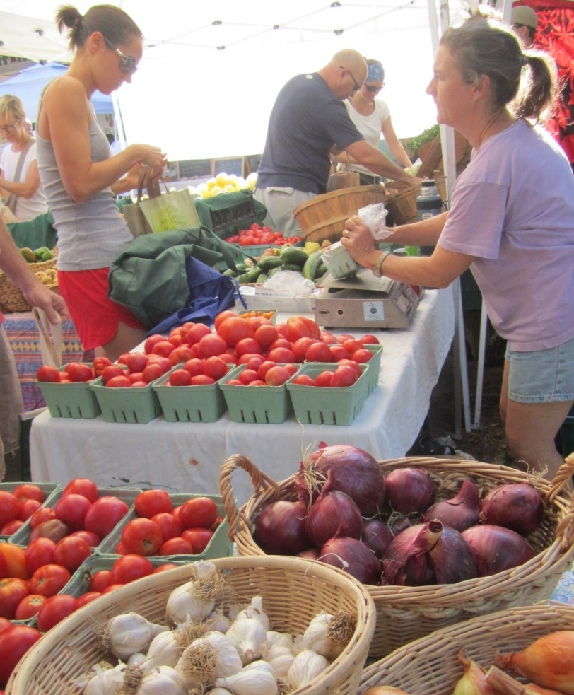 This picture was in an article on www.stlouismag.comabout my favorite farmer, Sarah from Buila Family Farm. I just happened to be shopping there when the picture was taken!