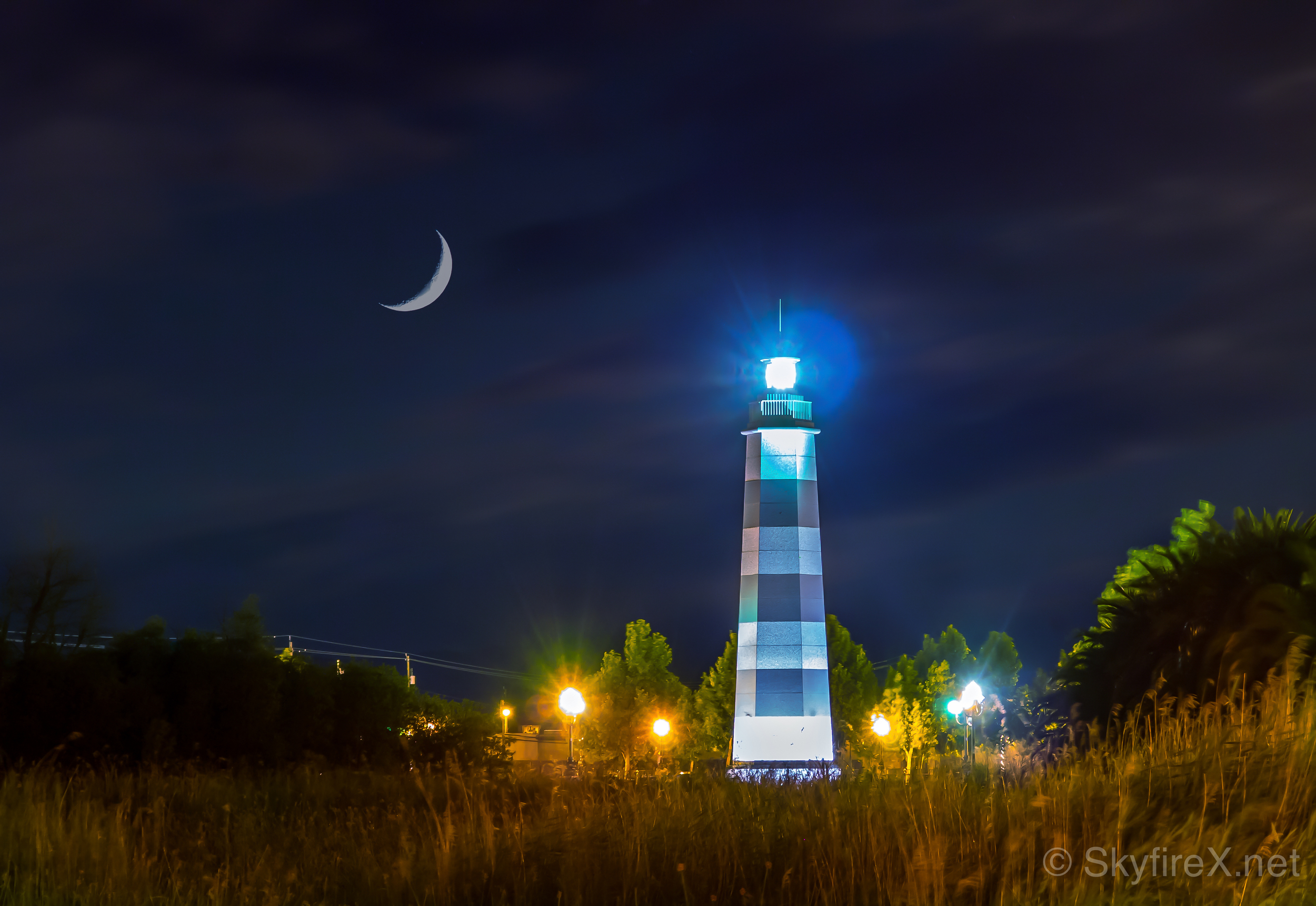 lighthouse-suisun-night-lights