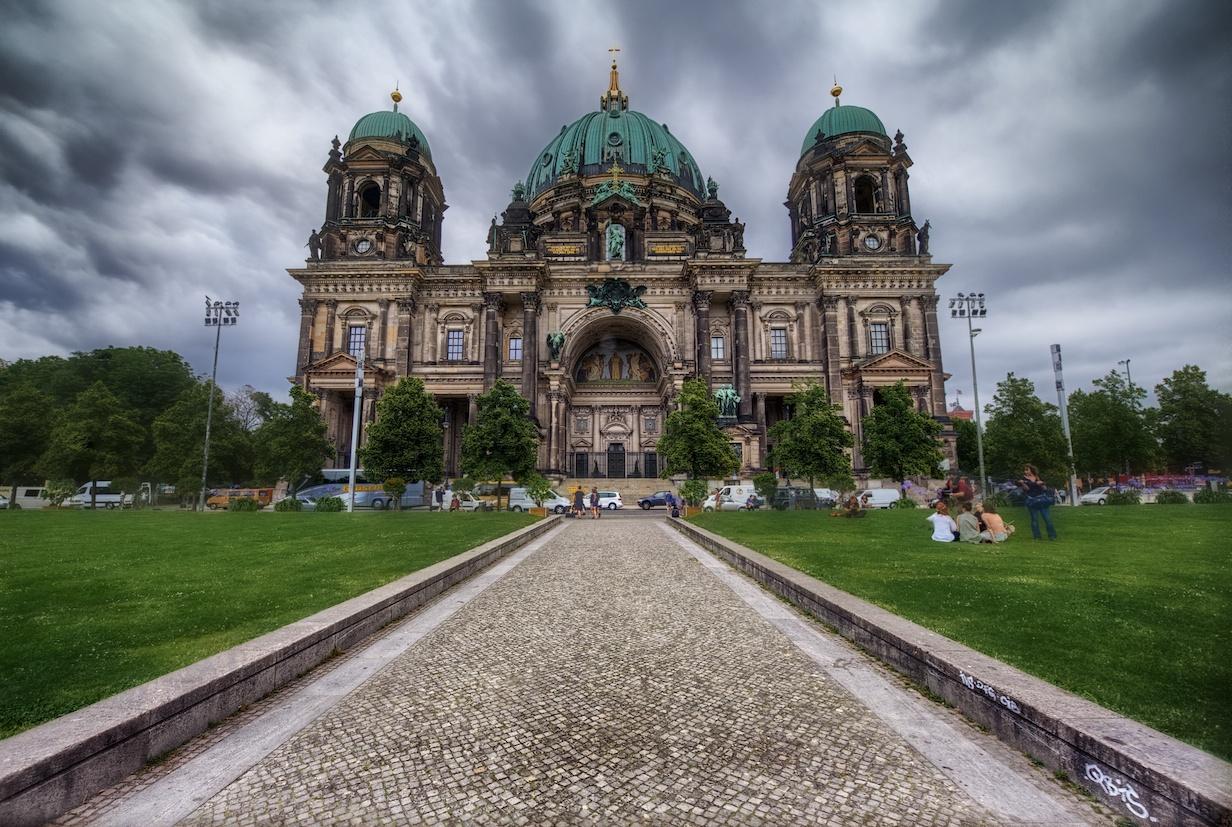 BerlinerDomHDRfront.jpg
