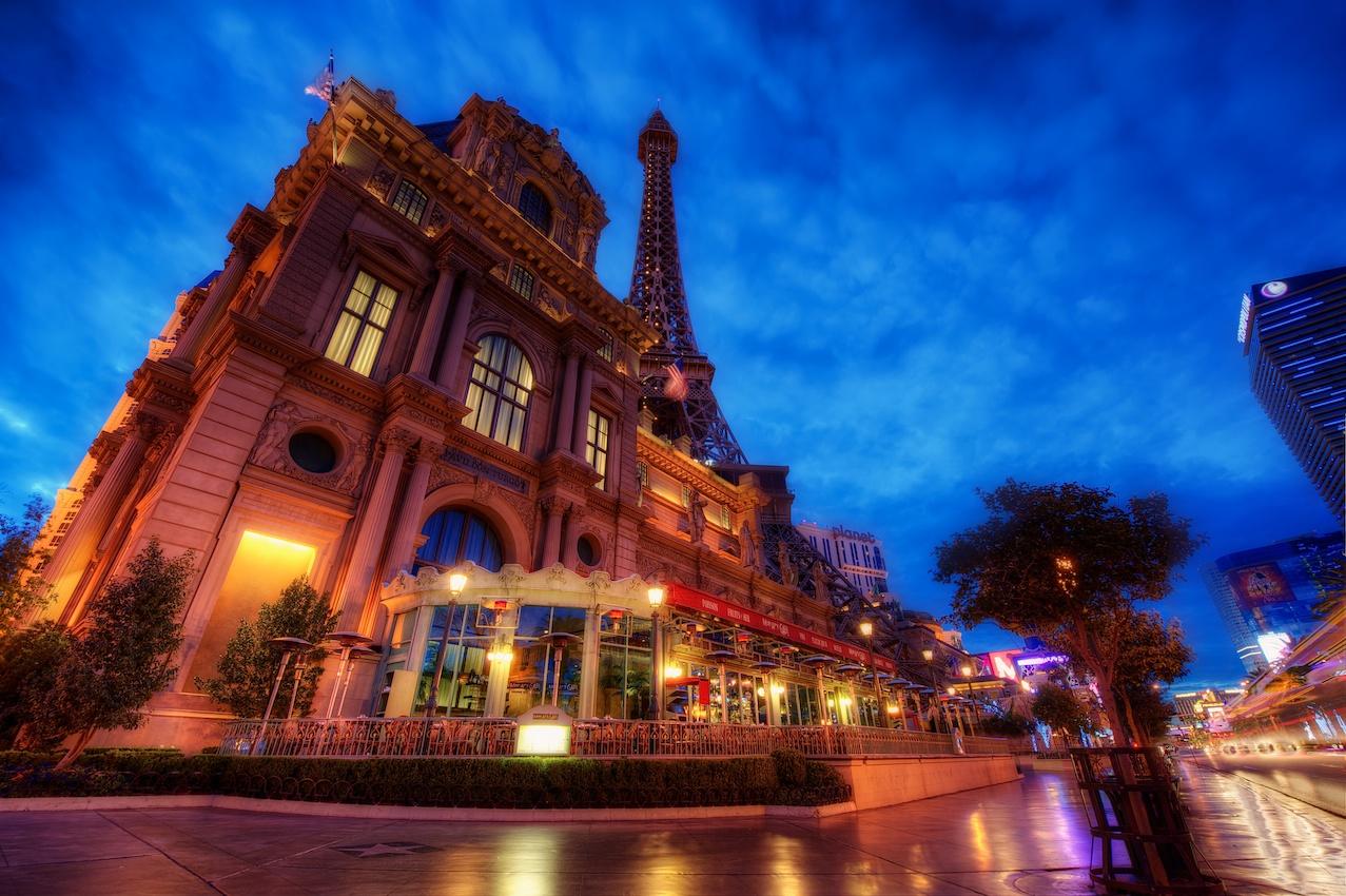 VegasParisbluehour.jpg