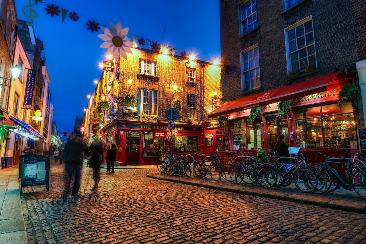 Dublin-Ireland-Temple-Bar-street-scene-night-HDR.jpg