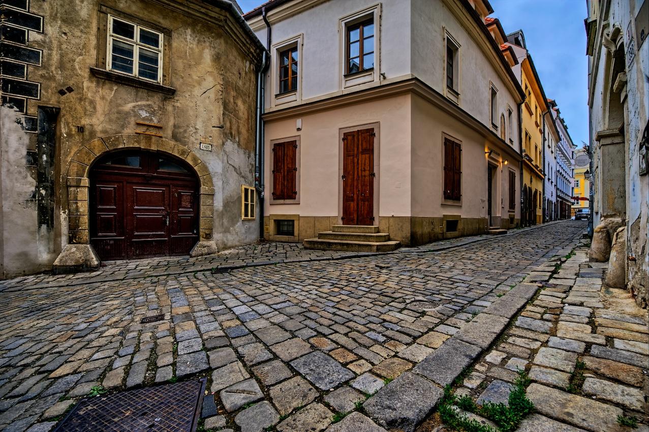 Bratislava-alley-HDR-1.jpg