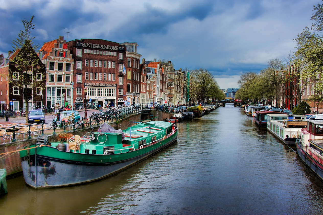 A big wide canal shot, because this IS Amsterdam, and everyone expects it, right? Happy to do my part!