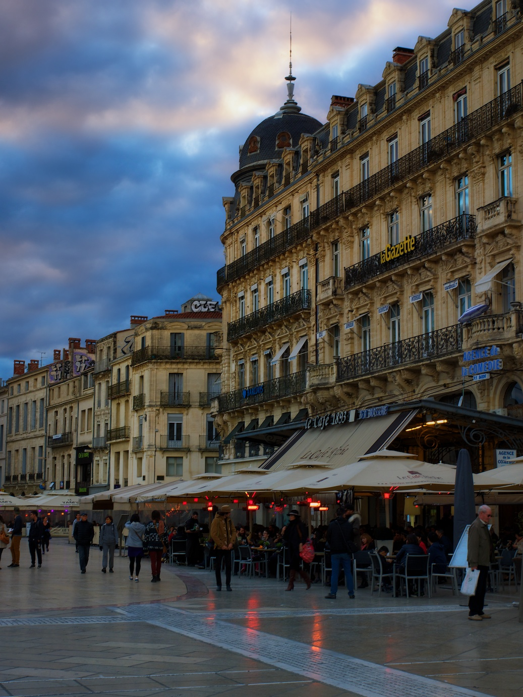 Montpellier-France-sunset-Place-Comedie-2.jpg