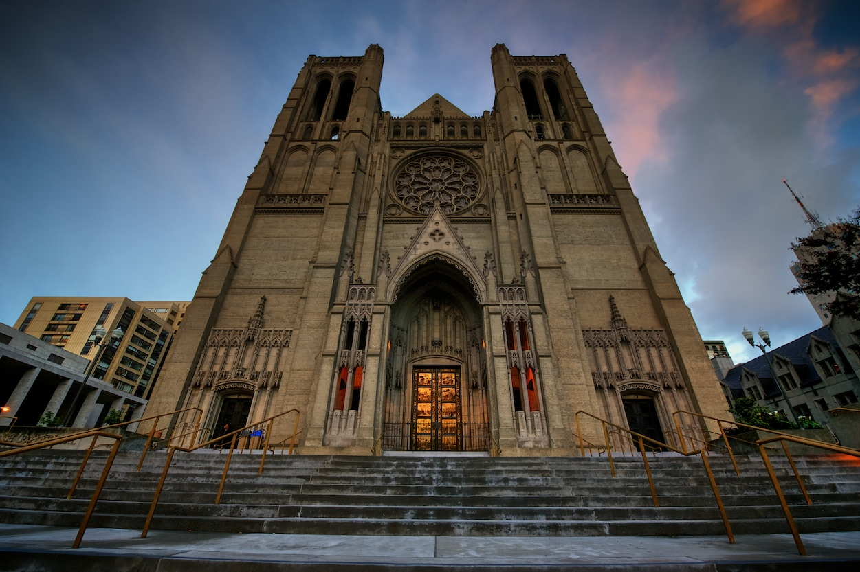 Your standard center-front shot of Grace Cathedral - doesn't this belong in Europe?