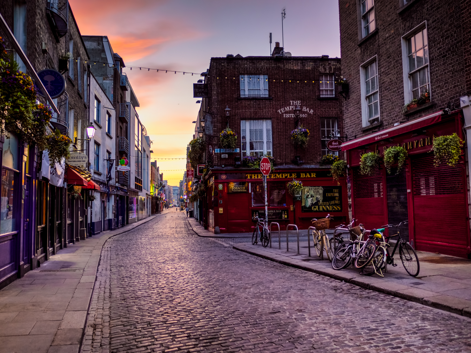 the temple bar is both that bar on the corner, and the name of the district it sits in - and it's usually super crowded. But at sunrise it's empty!