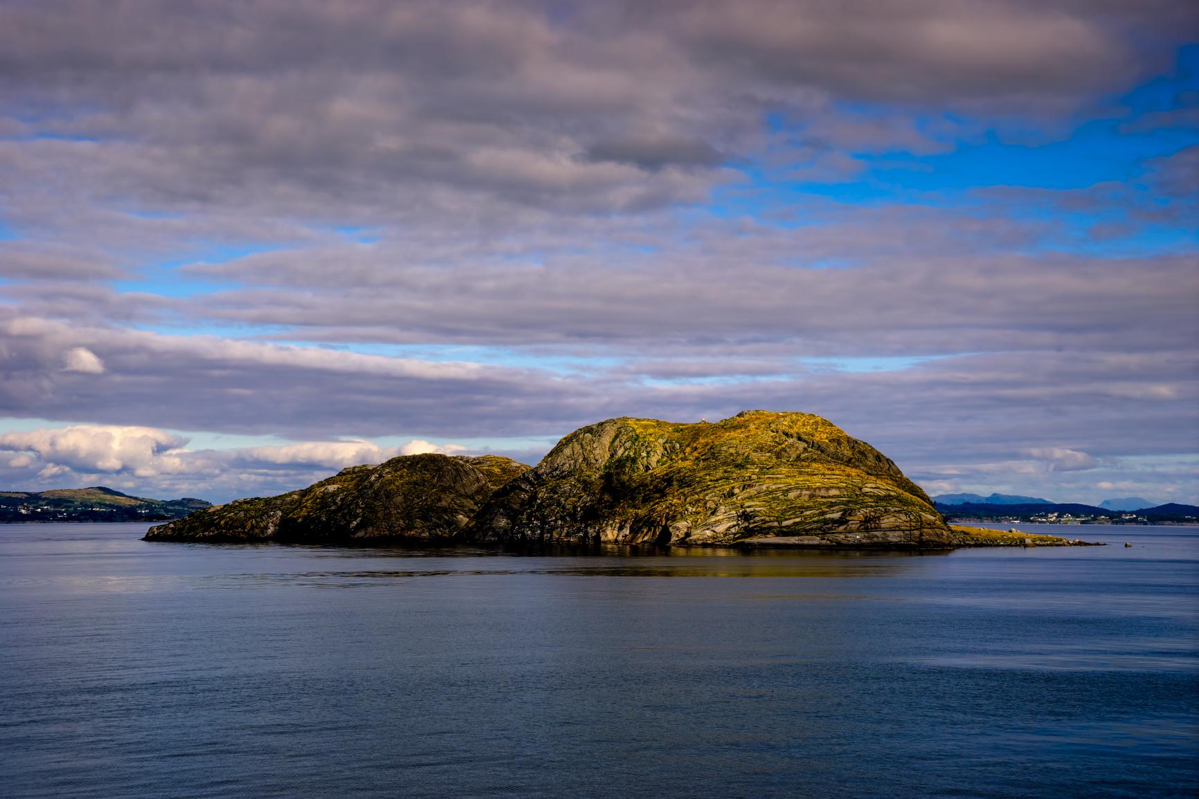 Single exposure, f/9, handheld, ISO 100, 70mm -- Lysefjord, Norway