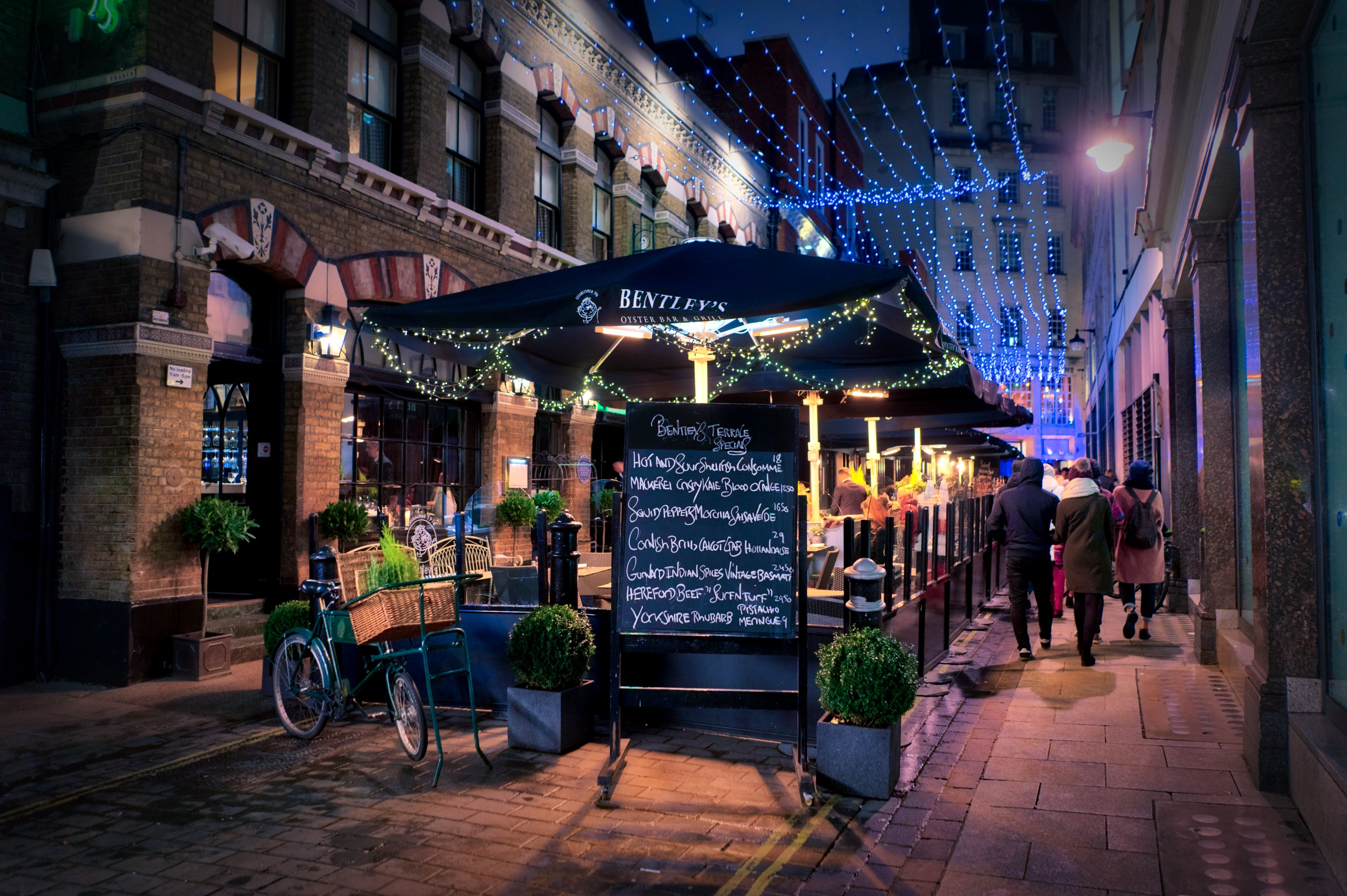 London-Bentleys-Bar-HDR1.jpeg