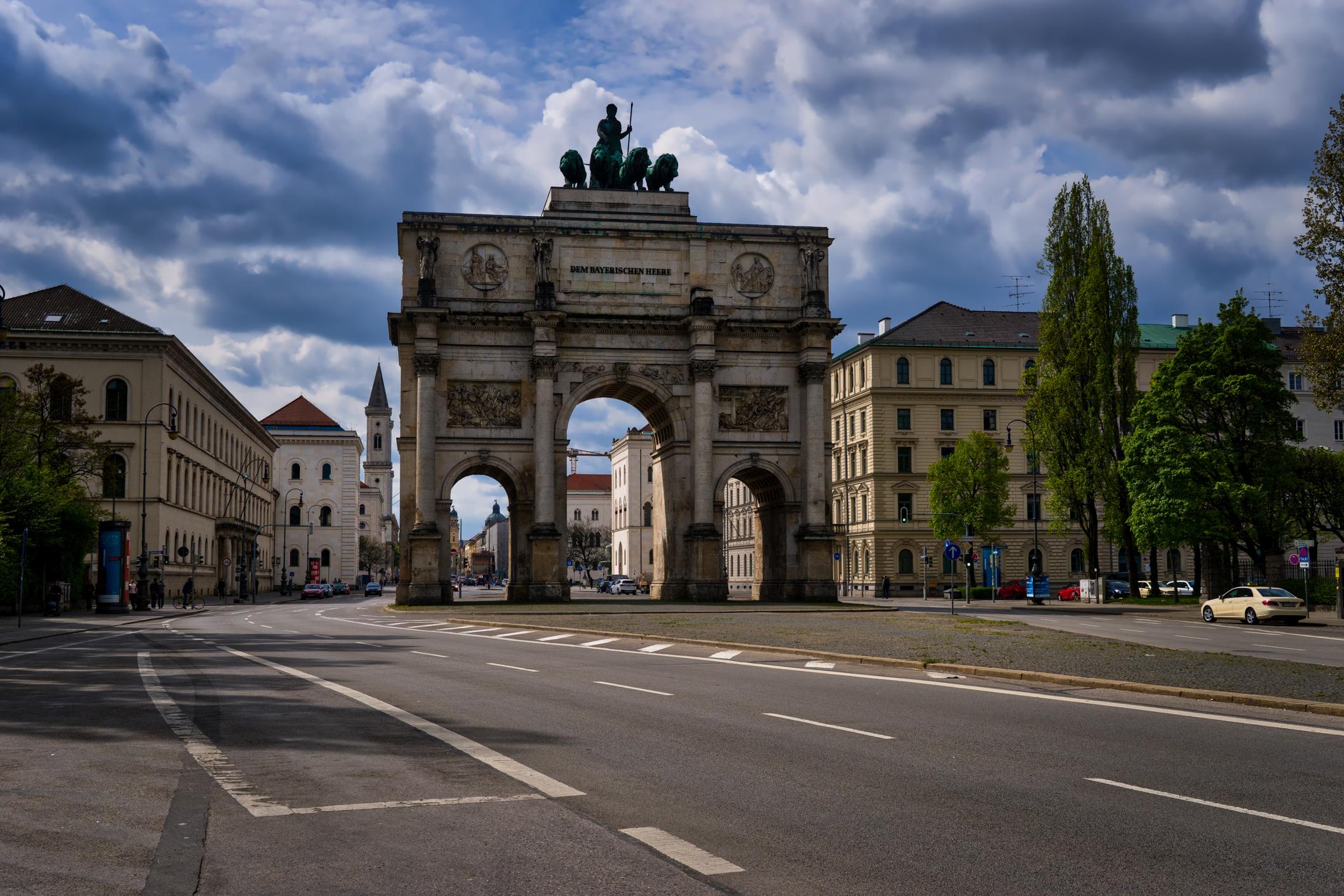 Munich-Siegestor-arch.jpg