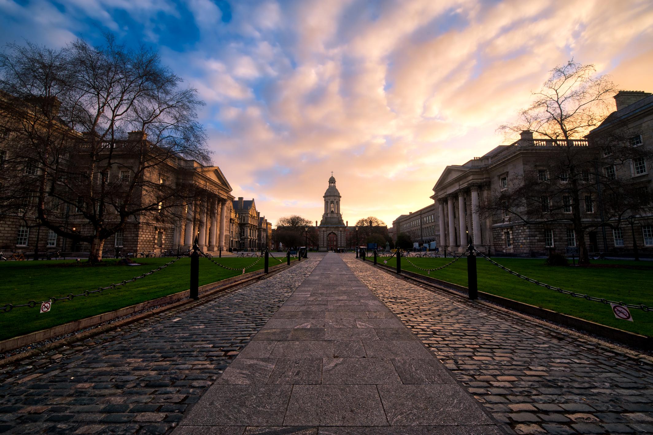 Ireland-Dublin-Trinity-College-sunrise-AuHDR-1.jpg