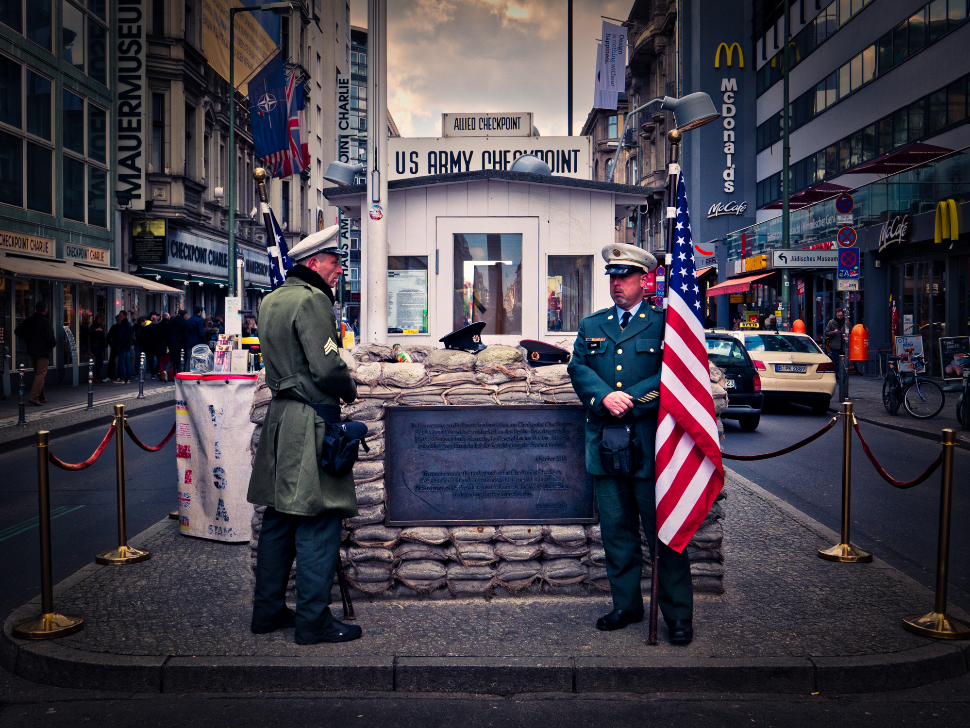 Germany-Berlin-Checkpoint-Charlie-soldiers.jpg