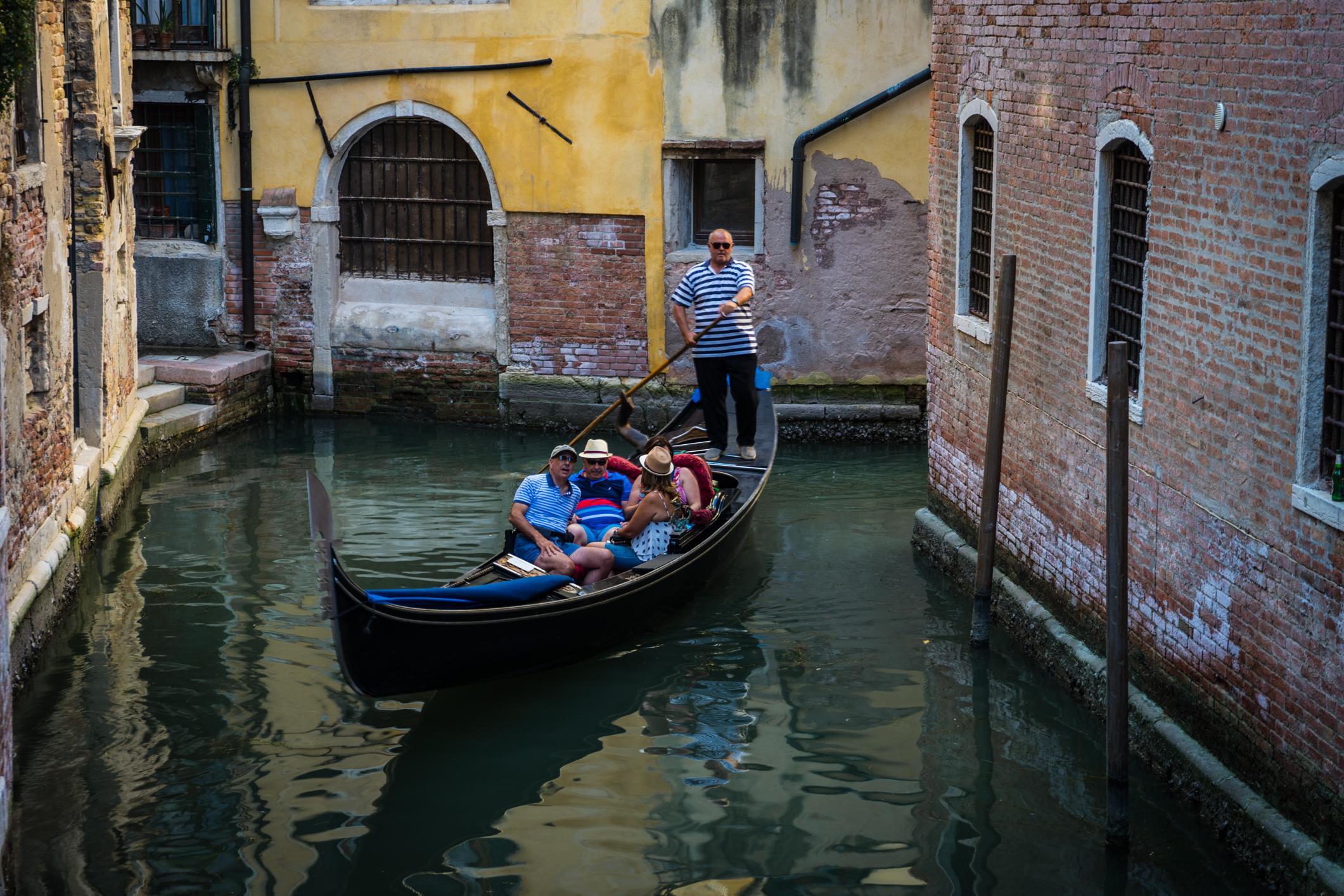 Italy-Venice-gondola-with-tourists.jpg