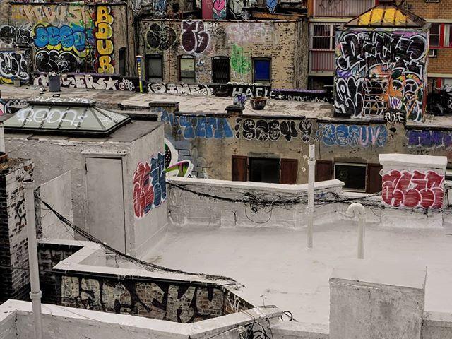 New York has some pretty fascinating graffiti.  #graffiti #newyork