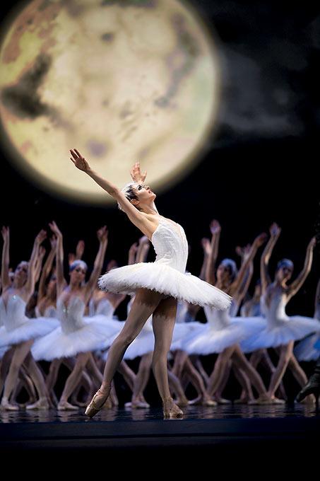 Sarah Van Patten in Helgi Tomasson'sSwan Lake featured in  Ballet Magazine