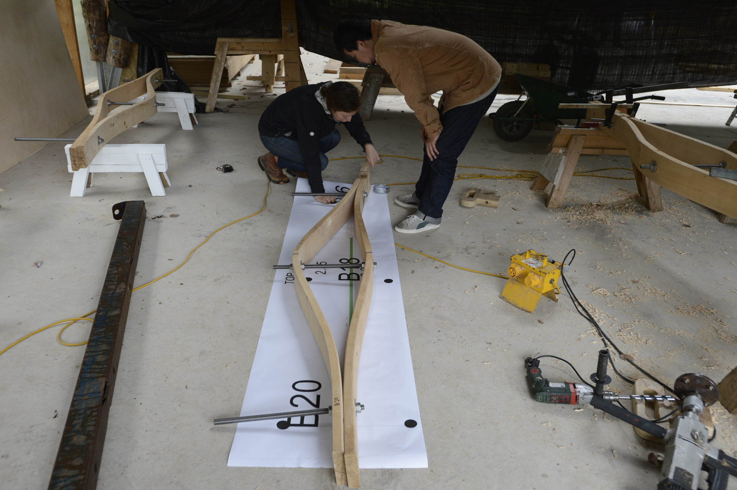 Hooke_Park_Design_&_Make_Timber_Seasoning_Shelter_bending_wood_on_the_jig_VB_2013_07_29_0002.JPG