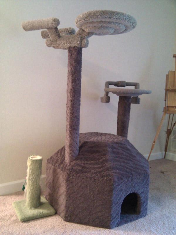 Star-Trek-cat-tree.jpg