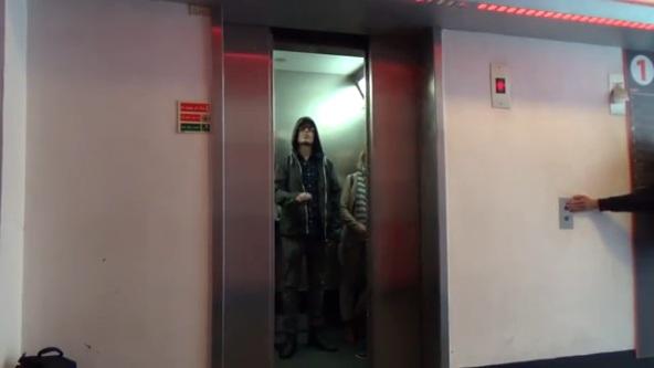 stsar wars elevator prank.jpg