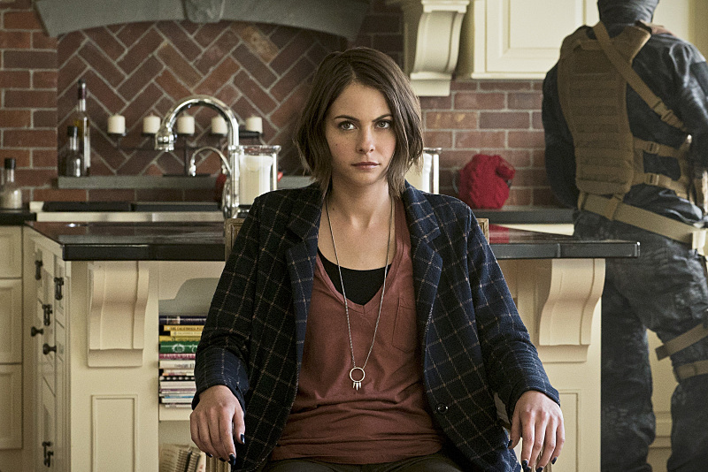 a trapped Thea Queen
