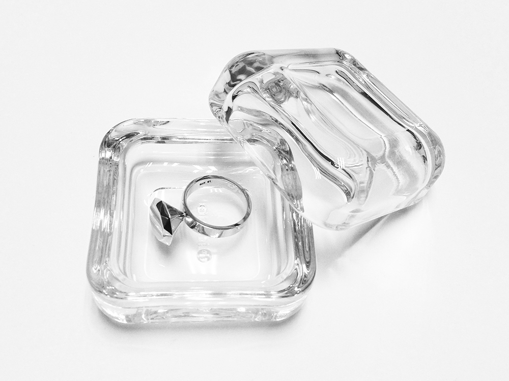 Promise ring 14k white gold with glass box