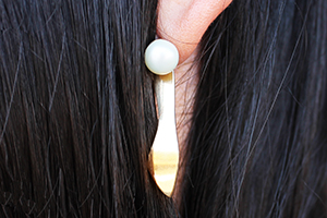 Slippery earrings made in .925sterling silver with pearls. You can separate the pieces to wear the pearls alone. Silver or golden finish
