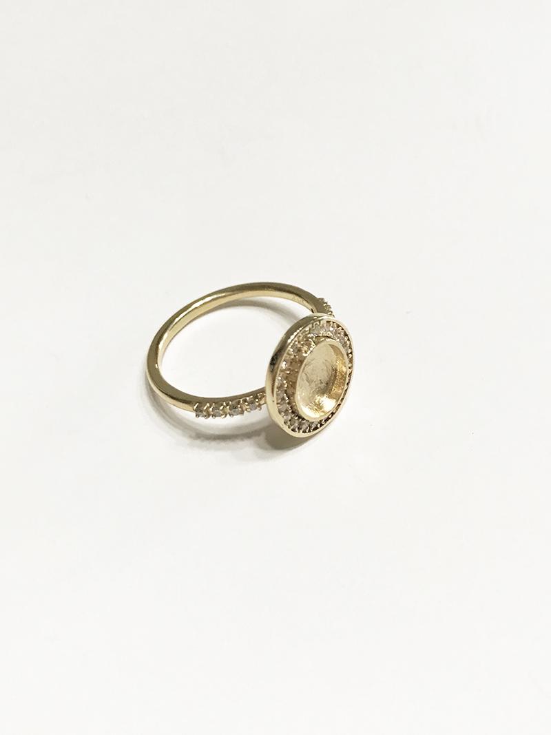 Making of 14K gold ring with diamonds. Fabricación de anillo de oro de 14K con diamantes.