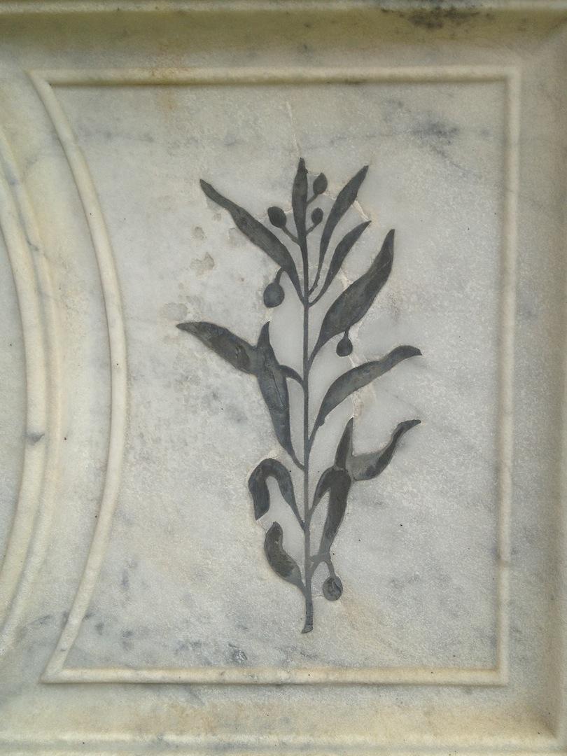 Pre-Rafaelite-Tomb-English-Cemetery-Florence-Hunt-jessewaugh.com-18.jpg