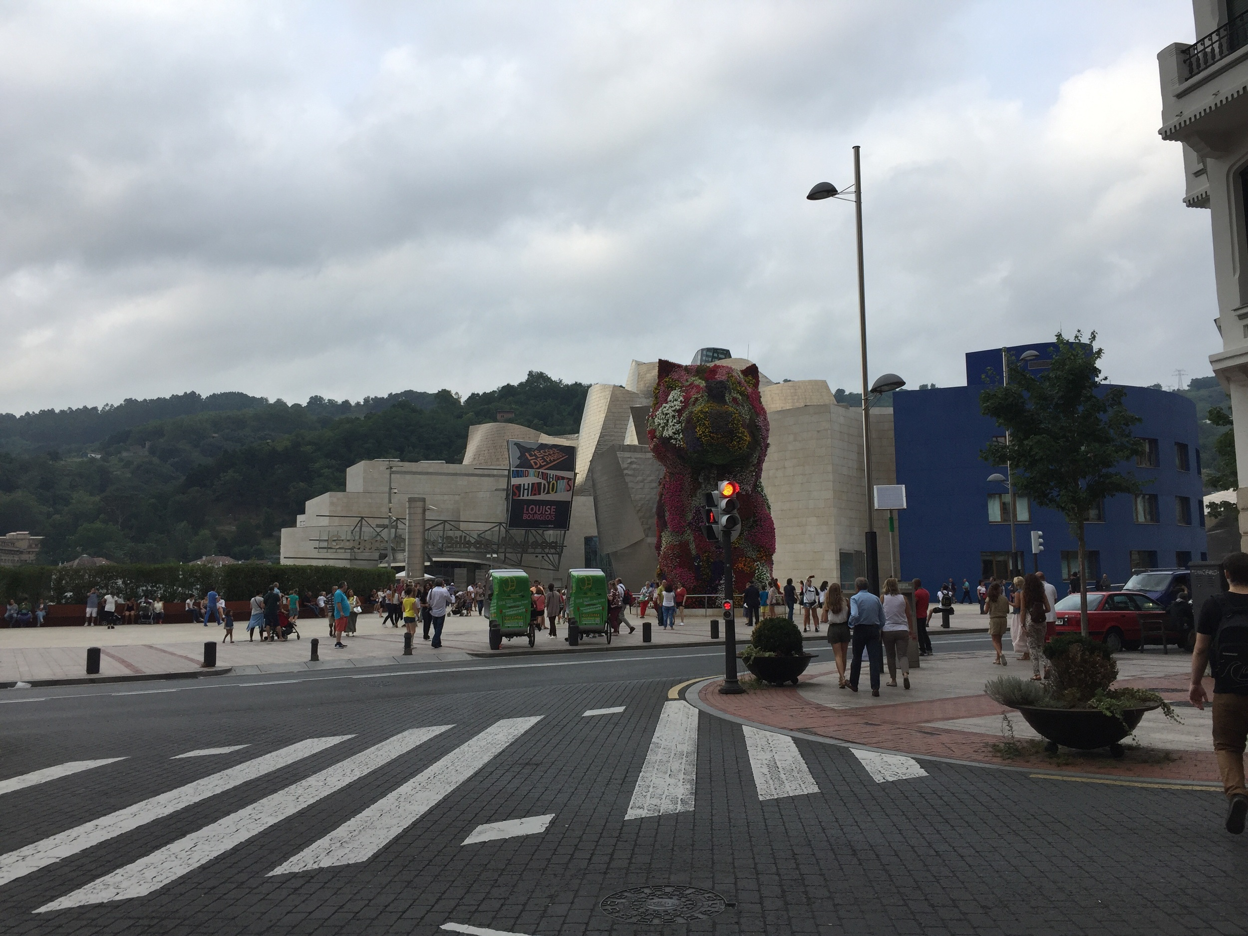 Guggenheim Bilbao with Jeff Koons'  Puppy