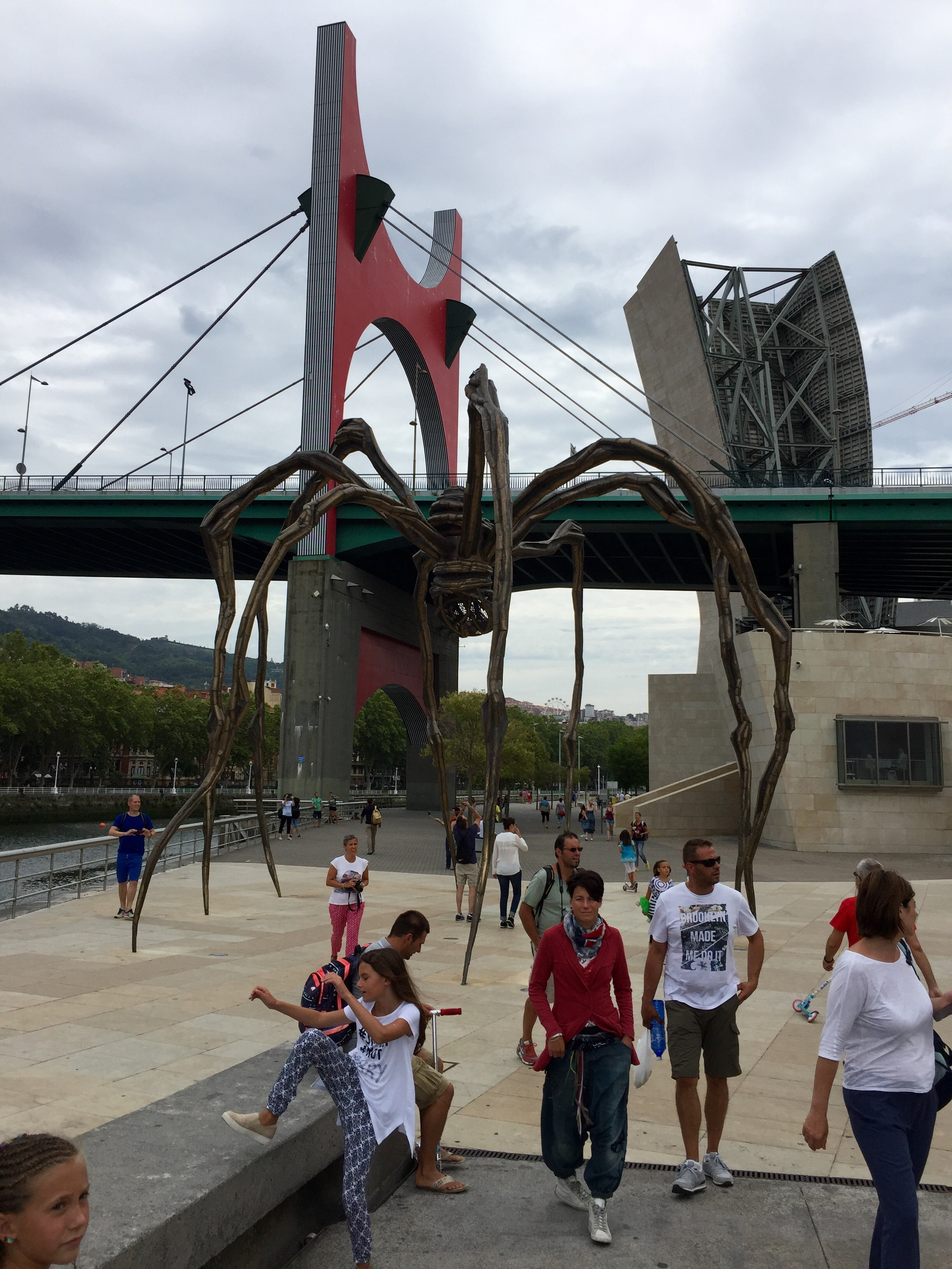 Louise Bougeois'  Maman   outside the Guggenheim Bilbao