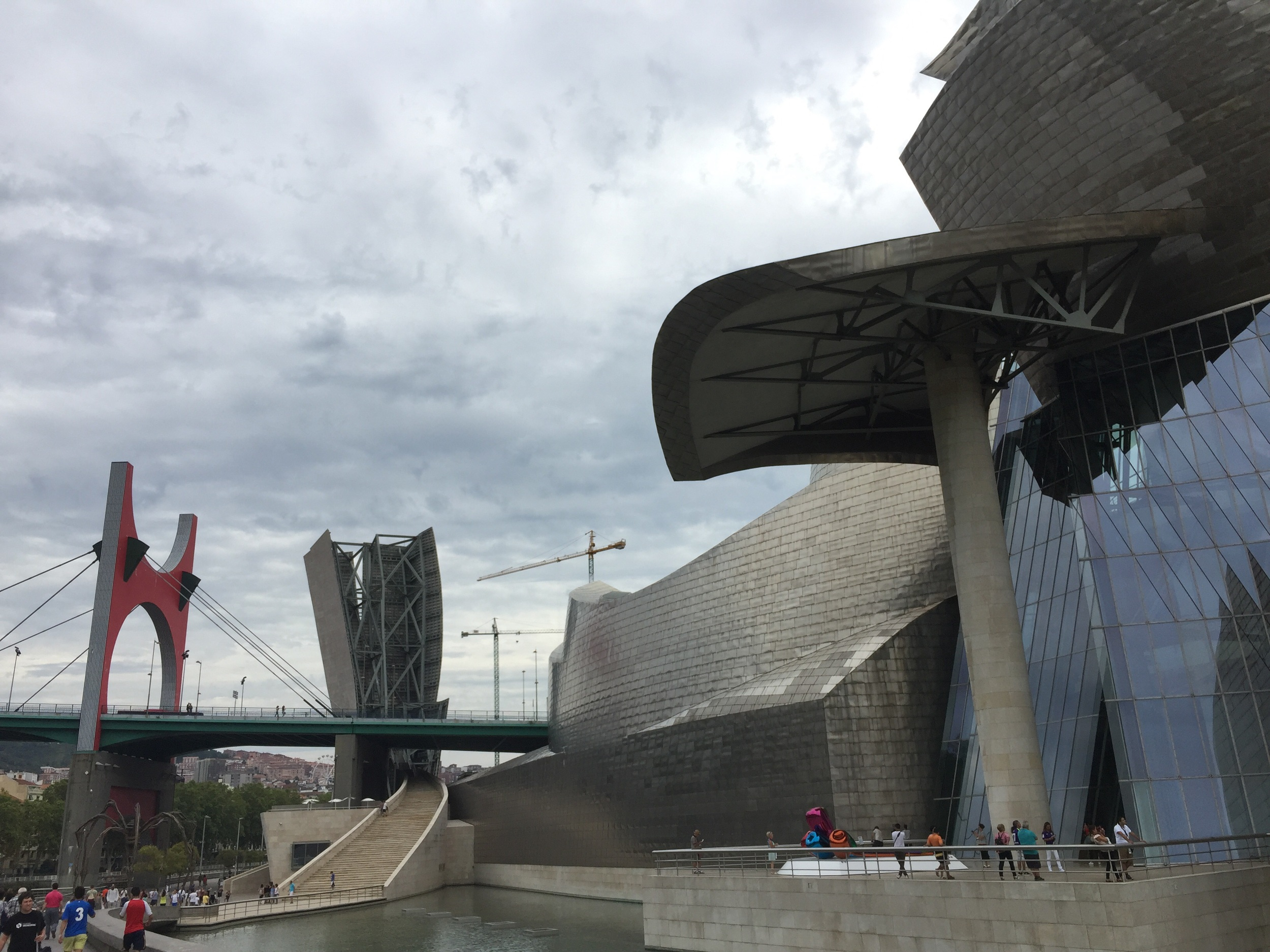 Louise Bourgeois'  Maman  spider placed outside the Guggenheim Bilbao (lower left corner)