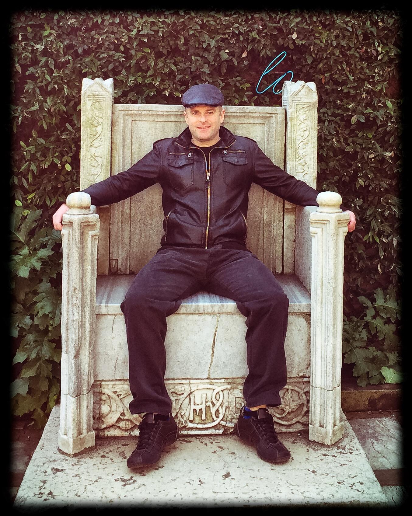 Jesse-Waugh-Peggy-Guggenheim-Throne-Venice.jpg