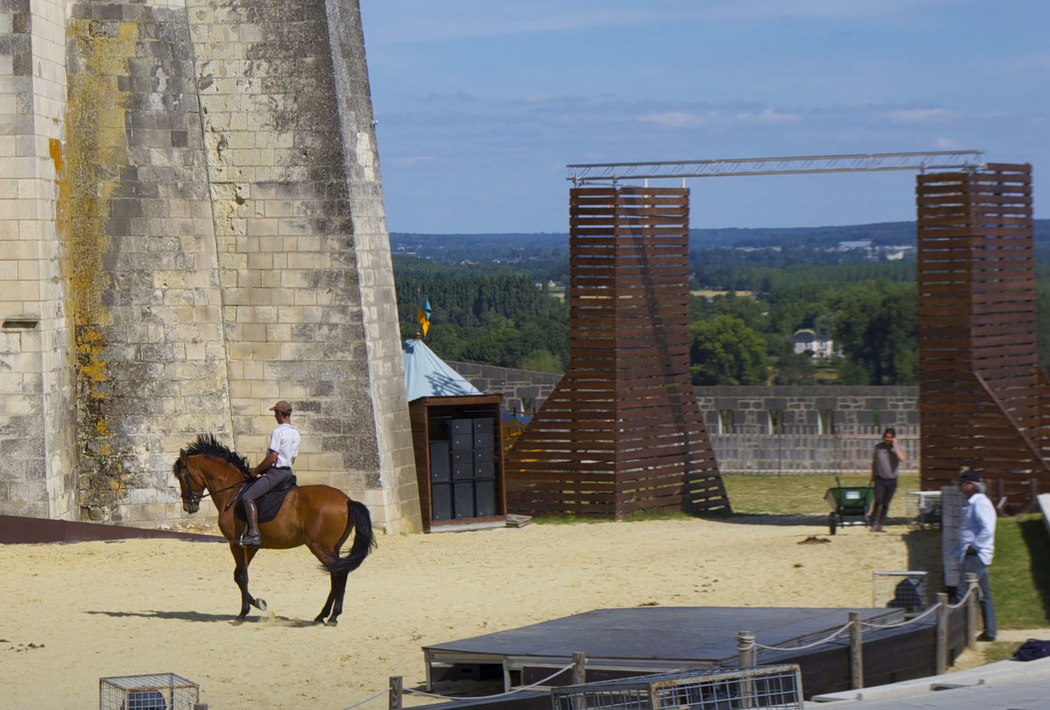 Dressage practice in front of Saumur castle