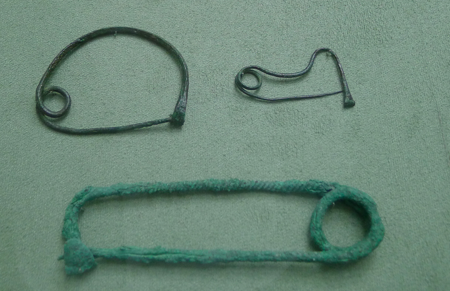 Pins used by Minoans in their wardrobe