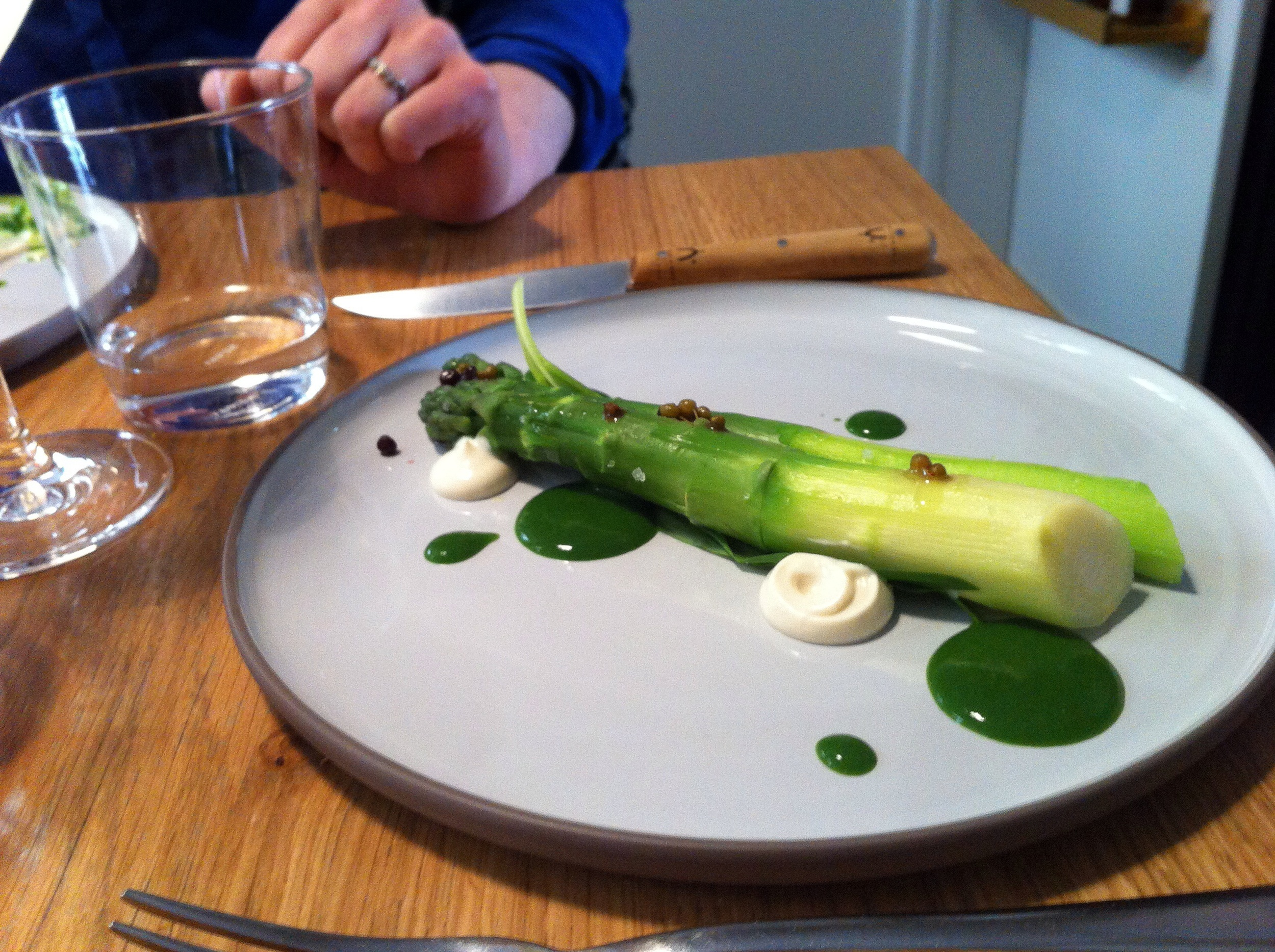 Fresh asparagus with rocket-mint and almond-cream