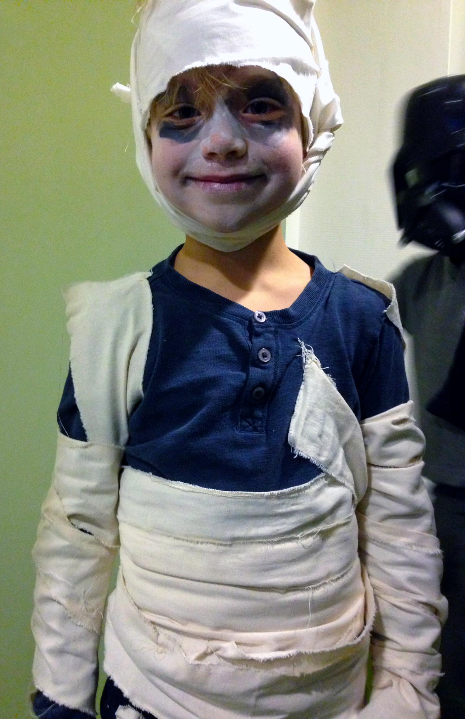 Quinn as mummy