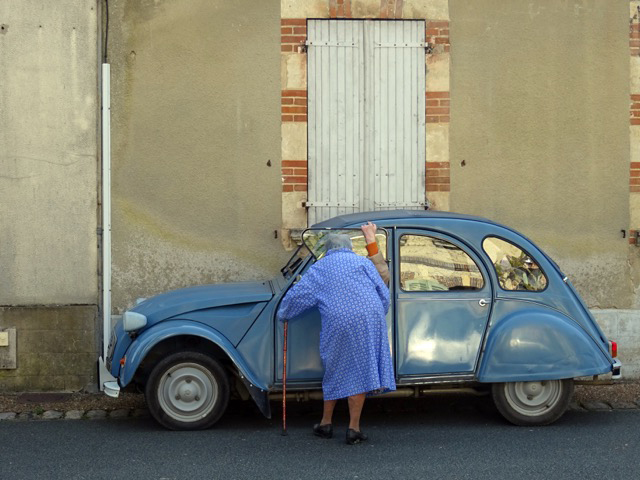 The driver of the Deux Chevaux arranges flowers at church each day. Her friend has something to tell her.