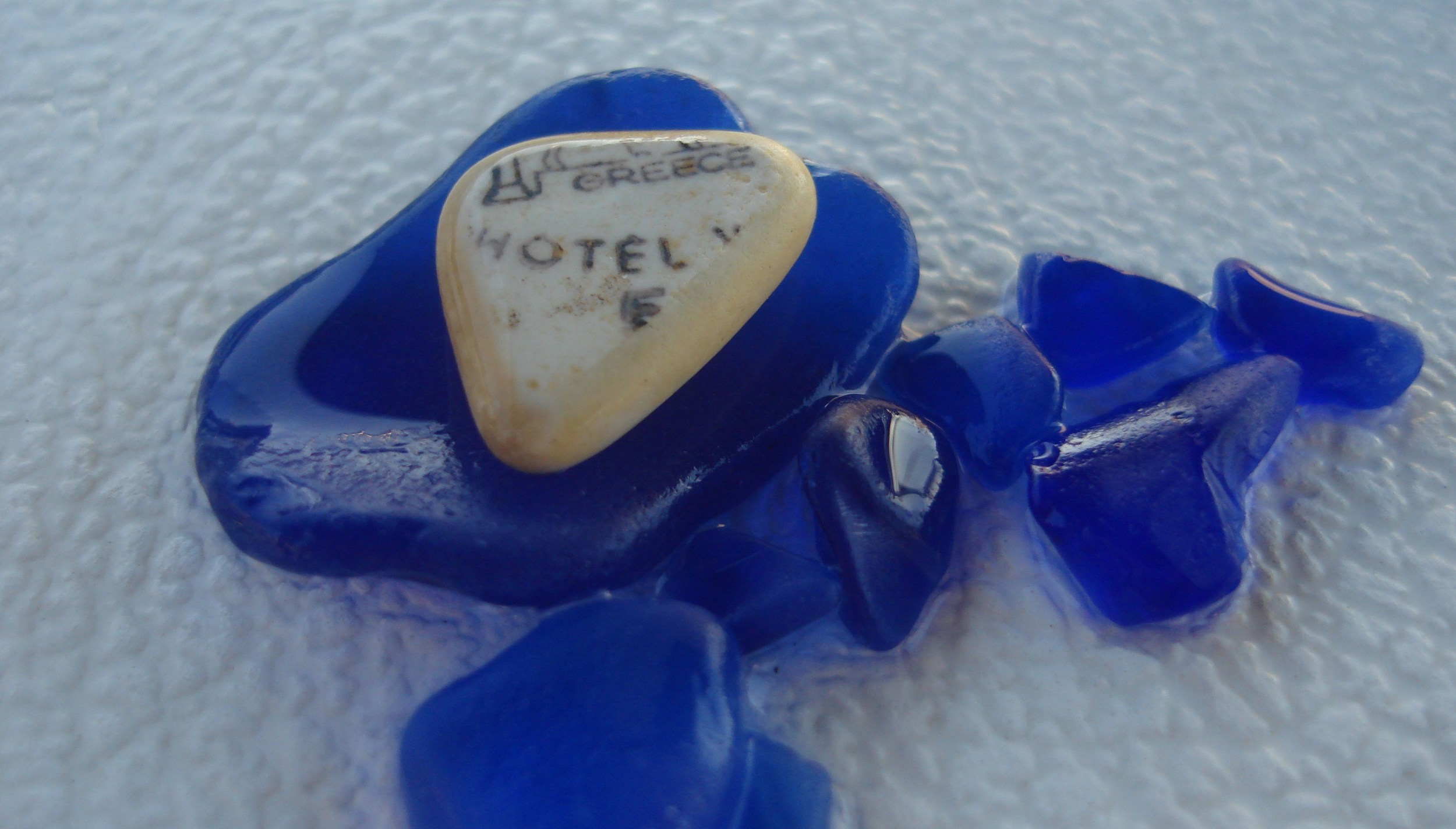 Cobalt sea glass with an apropos saying on the sea glass tile.