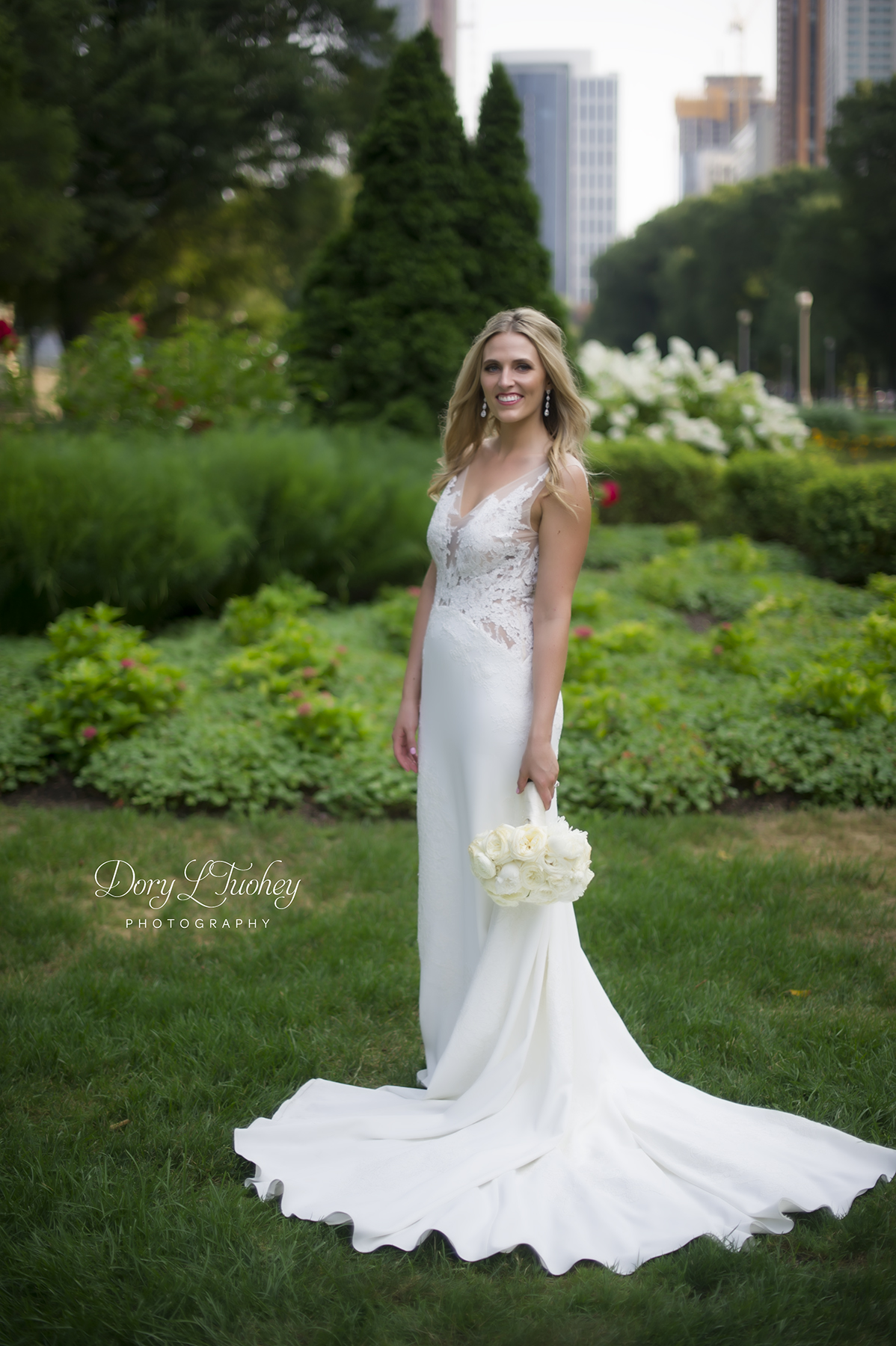 Bride_Dory_chicago_wedding_photographer_cultural_center_lace_grant_park_02.jpg