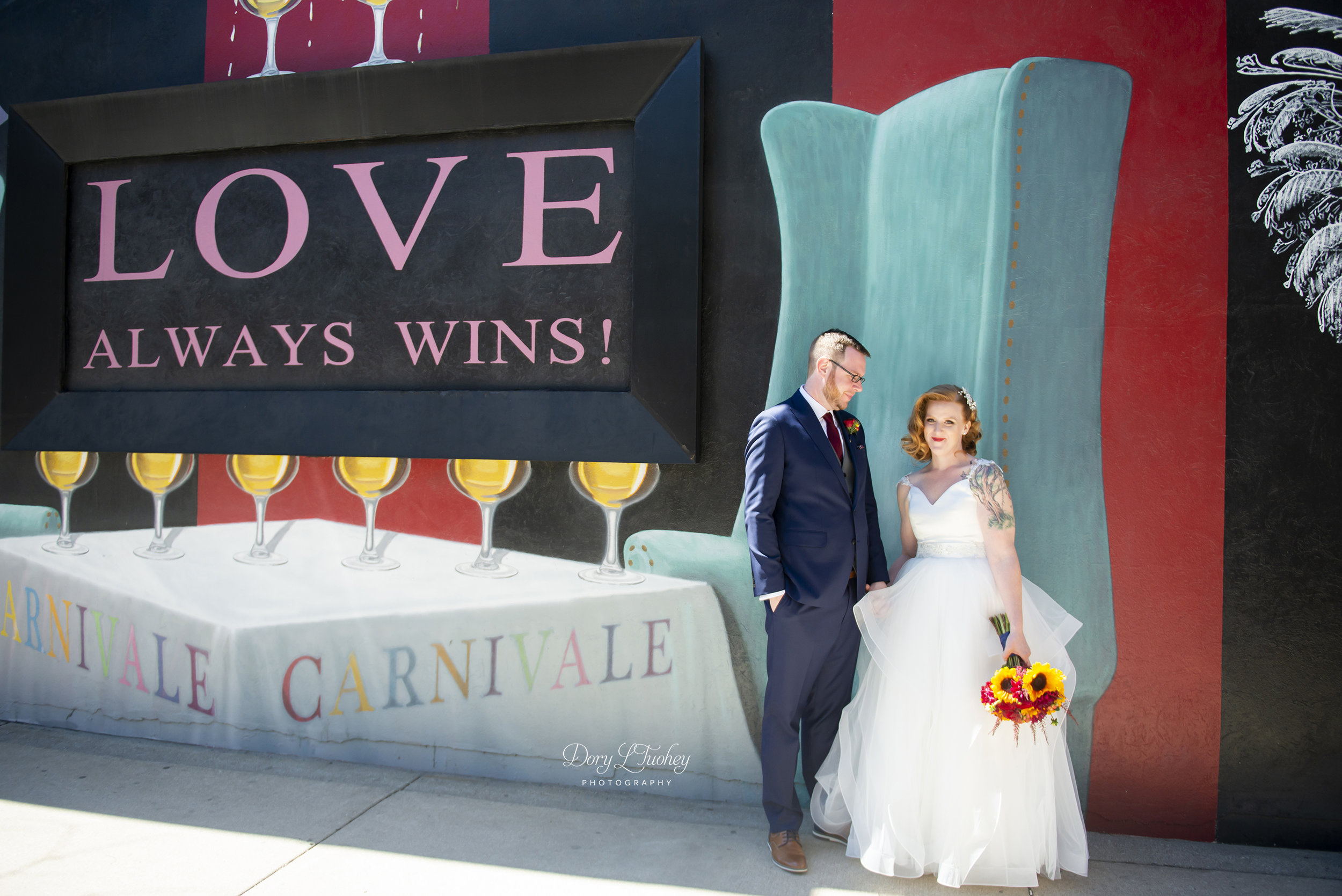 Carnivale_chicago_dory_wedding_vintage_bride_red_lips_paint_mural_groom_11.jpg