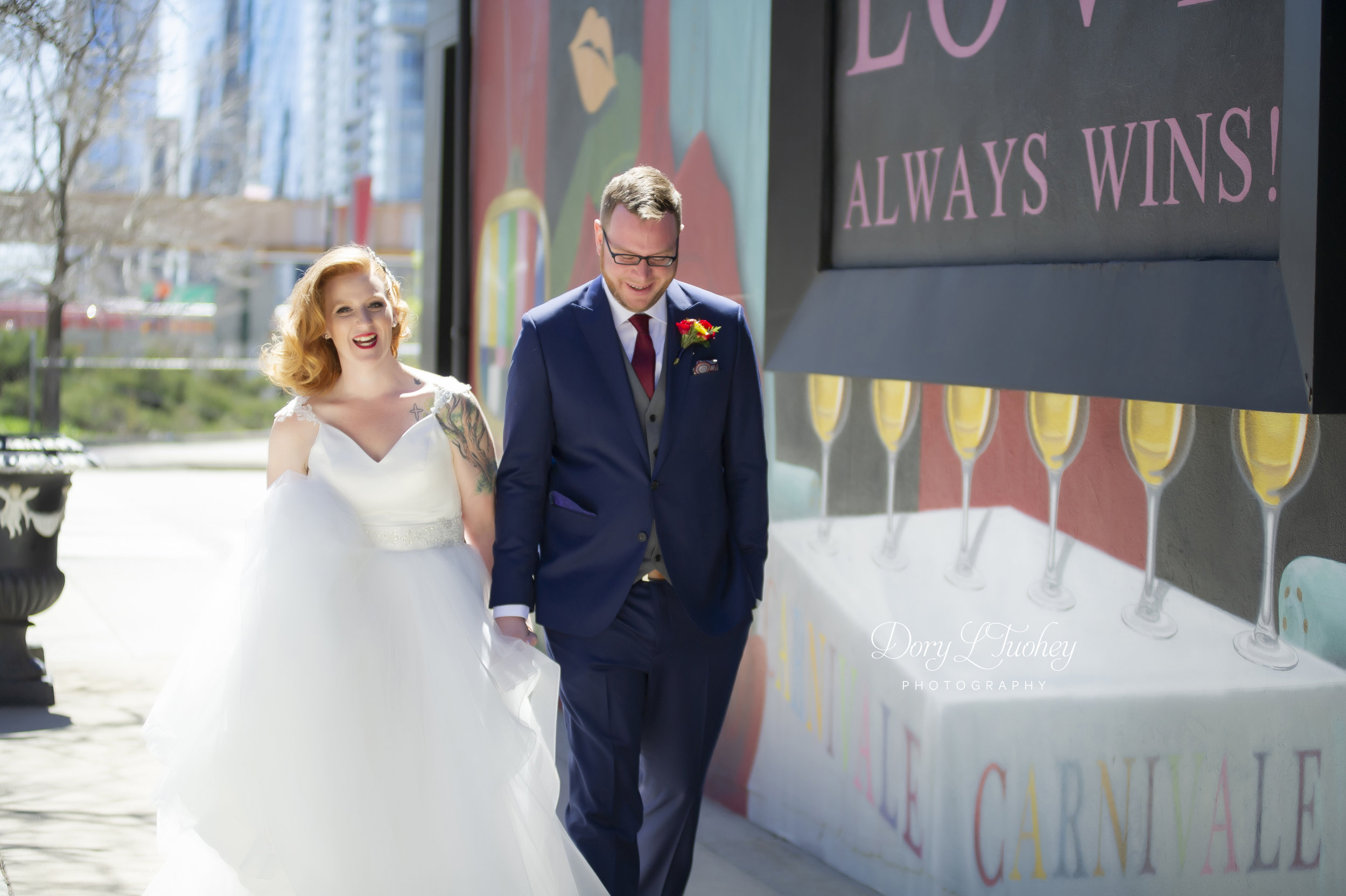 Carnivale_chicago_dory_wedding_vintage_bride_red_lips_paint_mural_groom_14.jpg