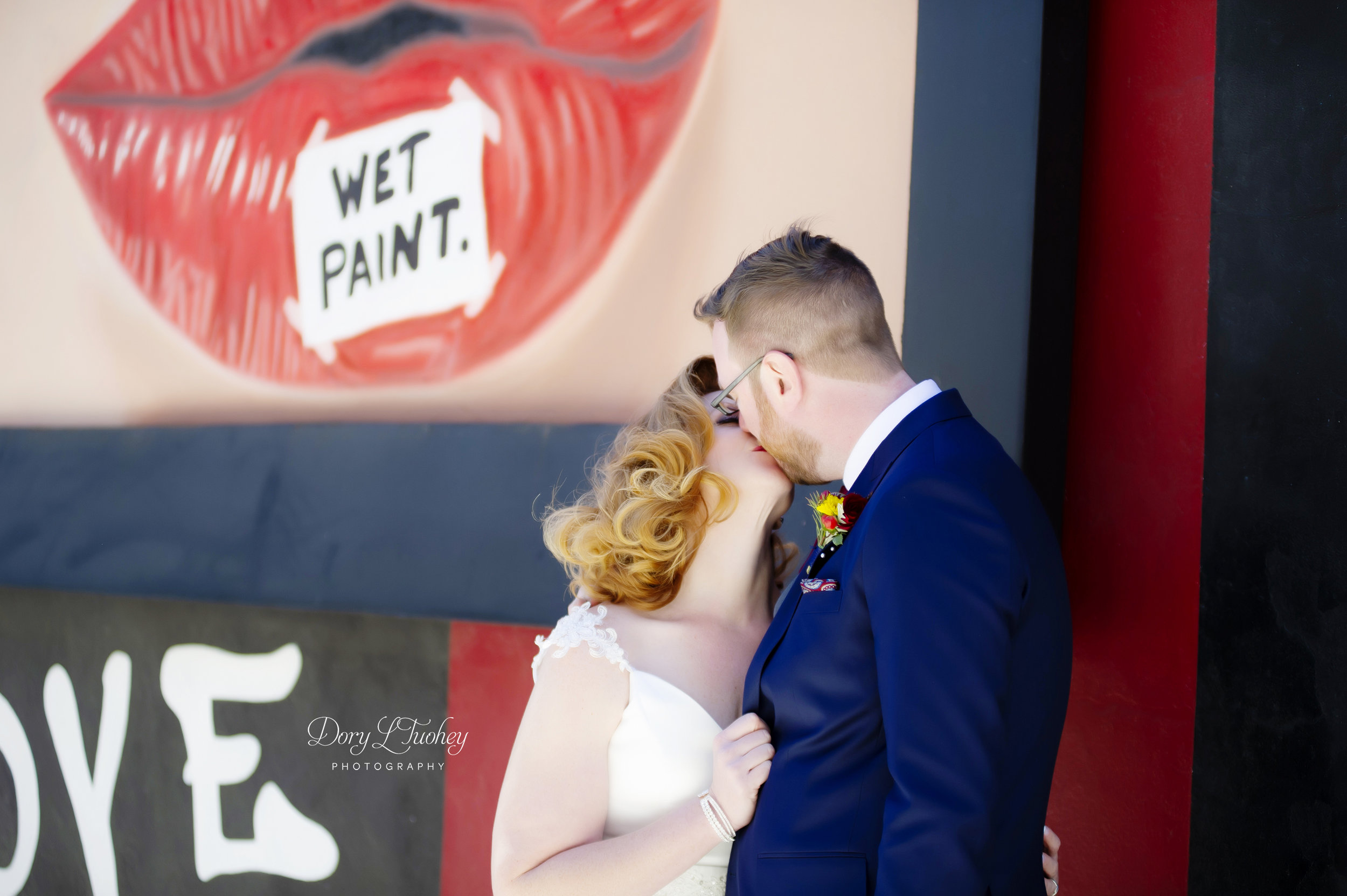 Carnivale_chicago_dory_wedding_vintage_bride_red_lips_paint_mural_groom_17.jpg