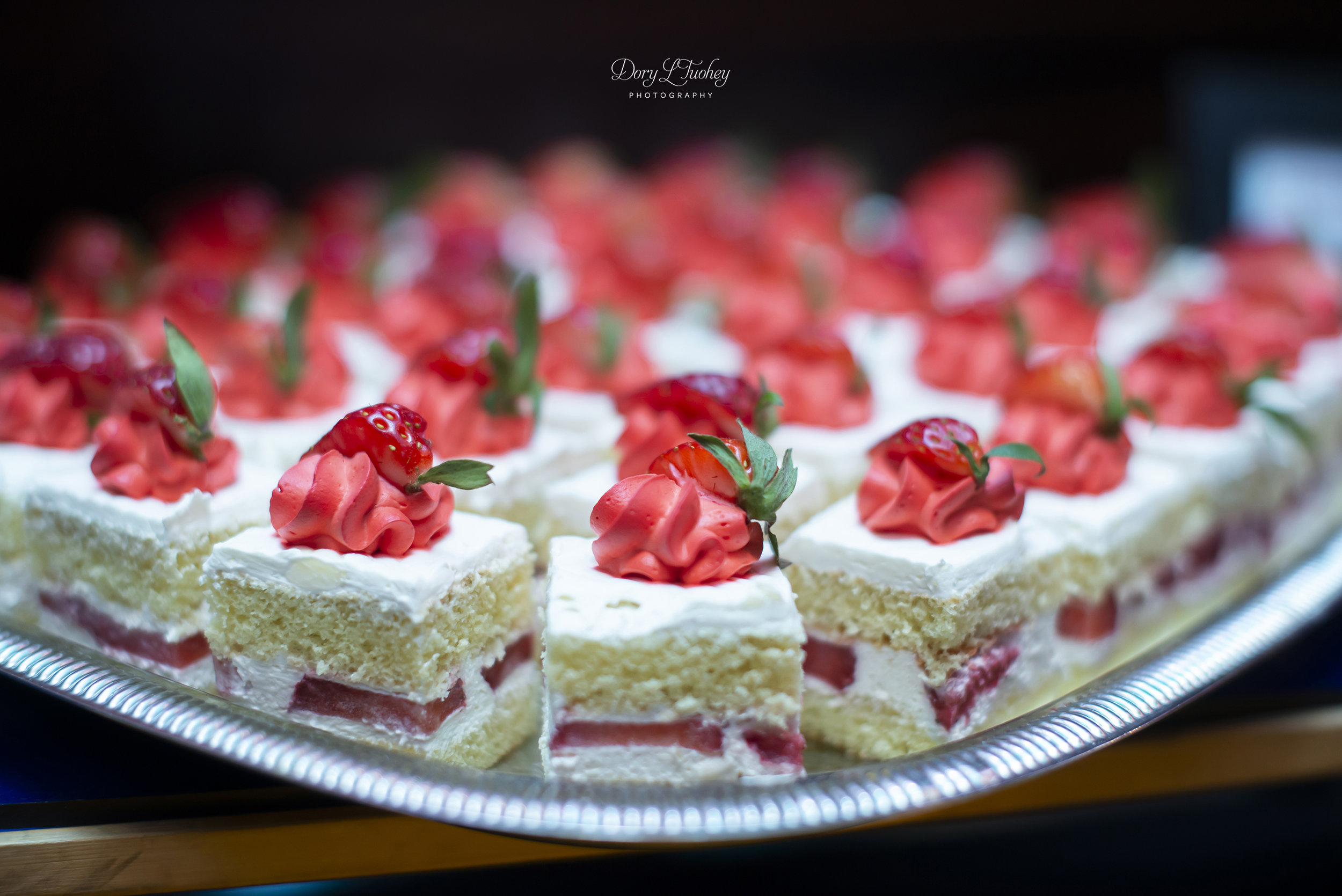Carnivale_chicago_wedding_dory_circus_carnival_photographer_sweets_strawberry_09.jpg
