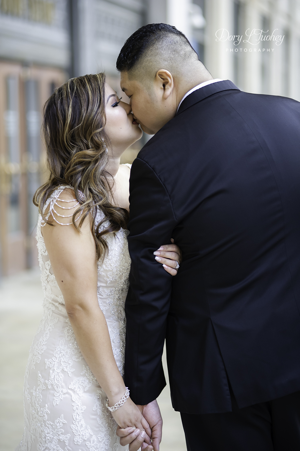 Chicago_wedding_photographer_bride_union_station_laos_thai_dory_02.jpg