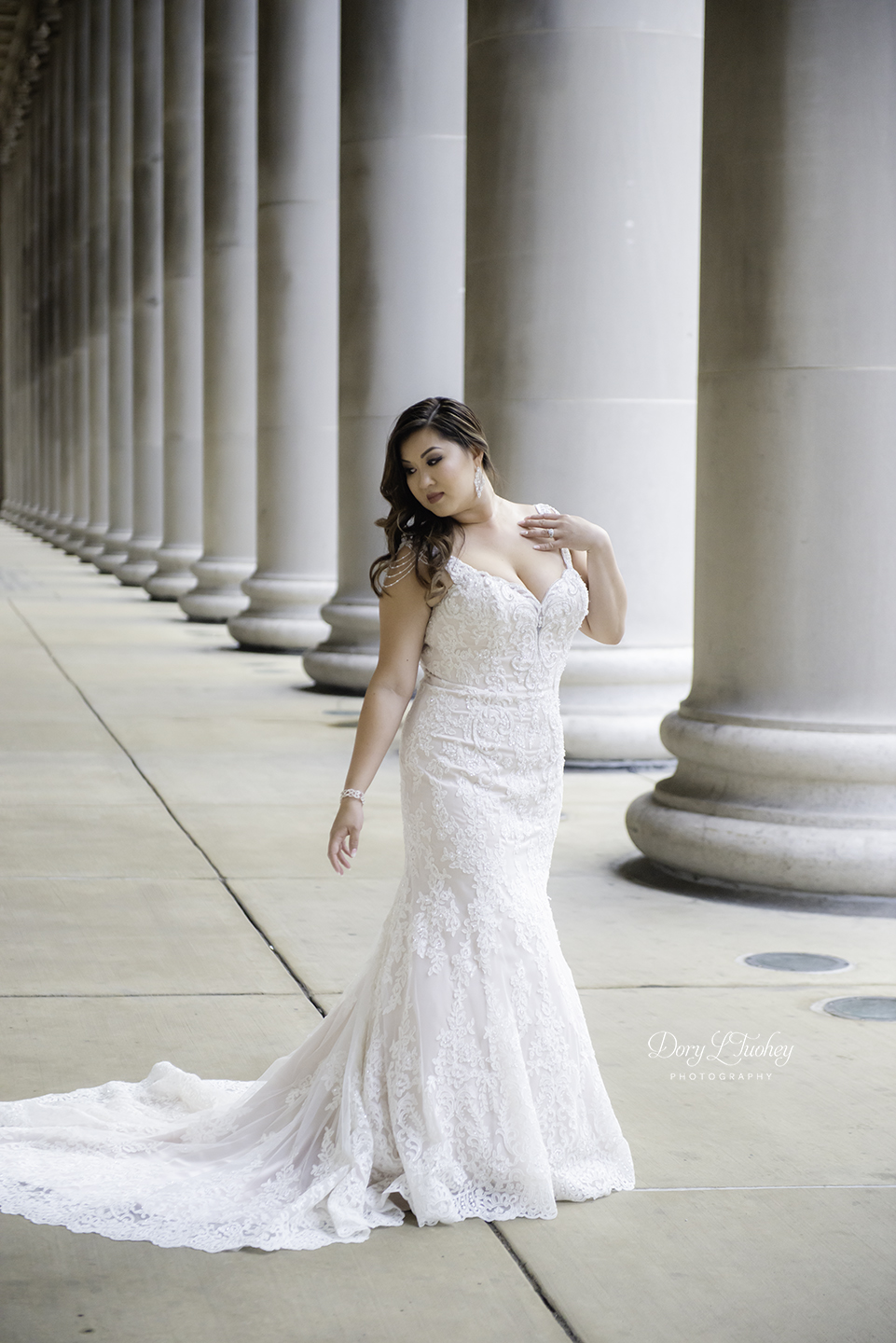 Chicago_wedding_photographer_bride_union_station_laos_thai_dory_03.jpg