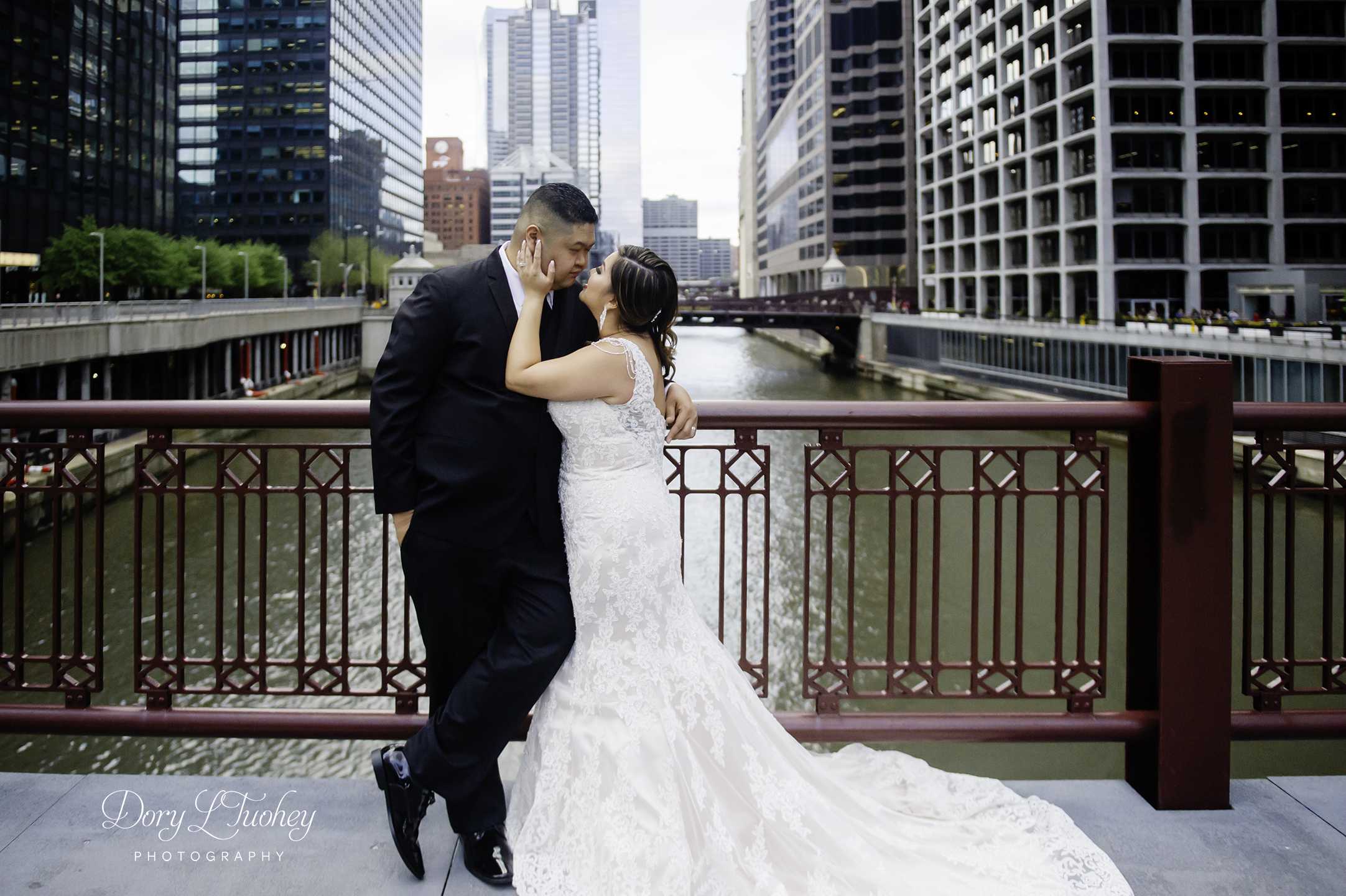 Chicago_wedding_photographer_bride_union_station_laos_thai_dory_07.jpg