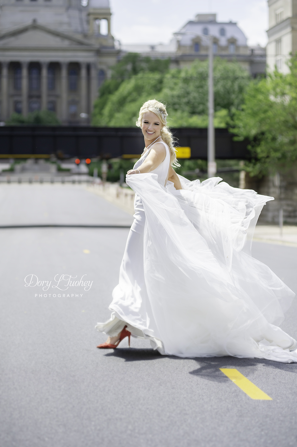 Dory_springfield_wedding_bride_red_shoes_photographer_capital_10.jpg