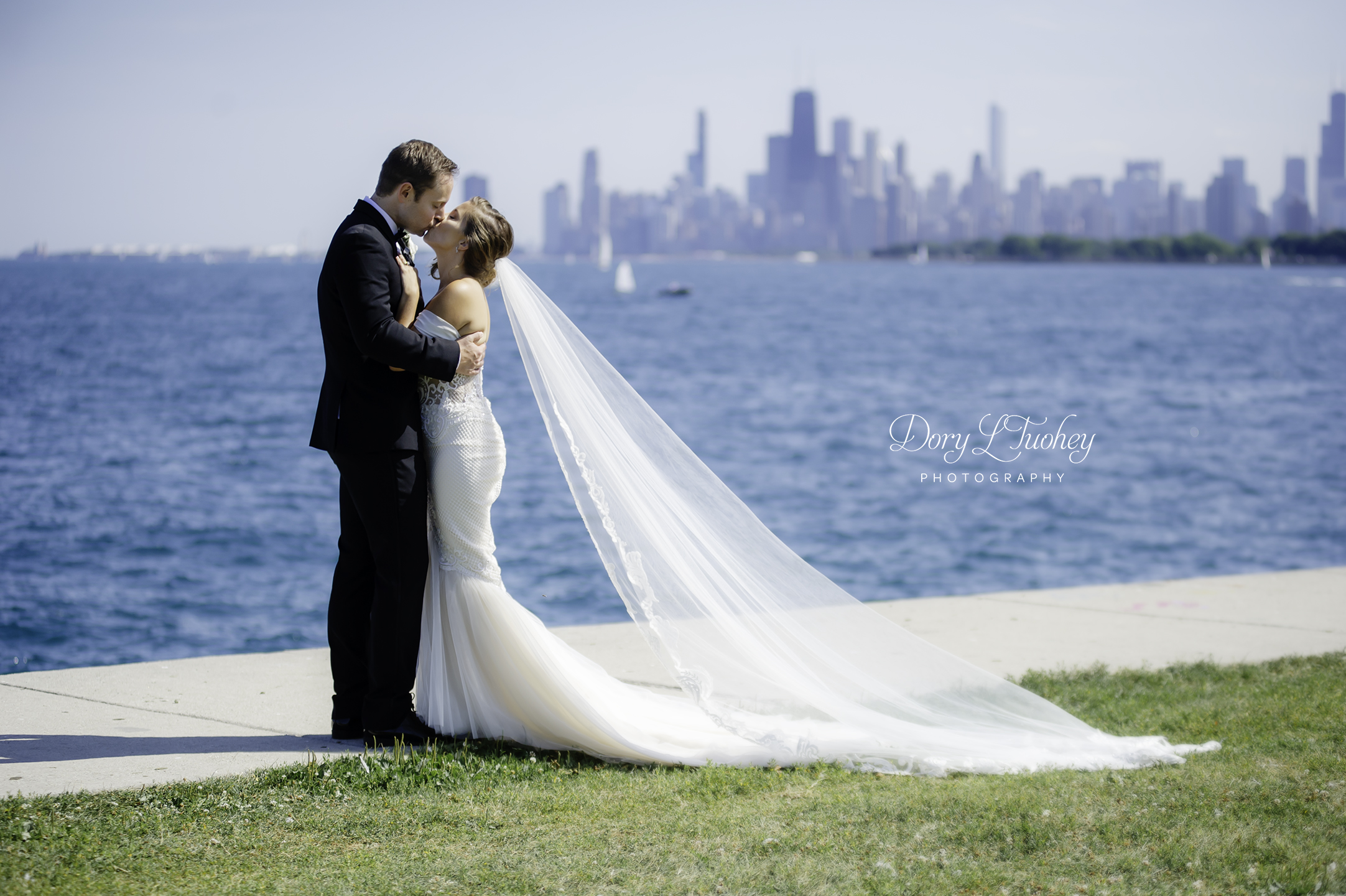 Wedding_chicago_bride_groom_photographer_wisconsin_gren_bay_wit_loyola_15.jpg