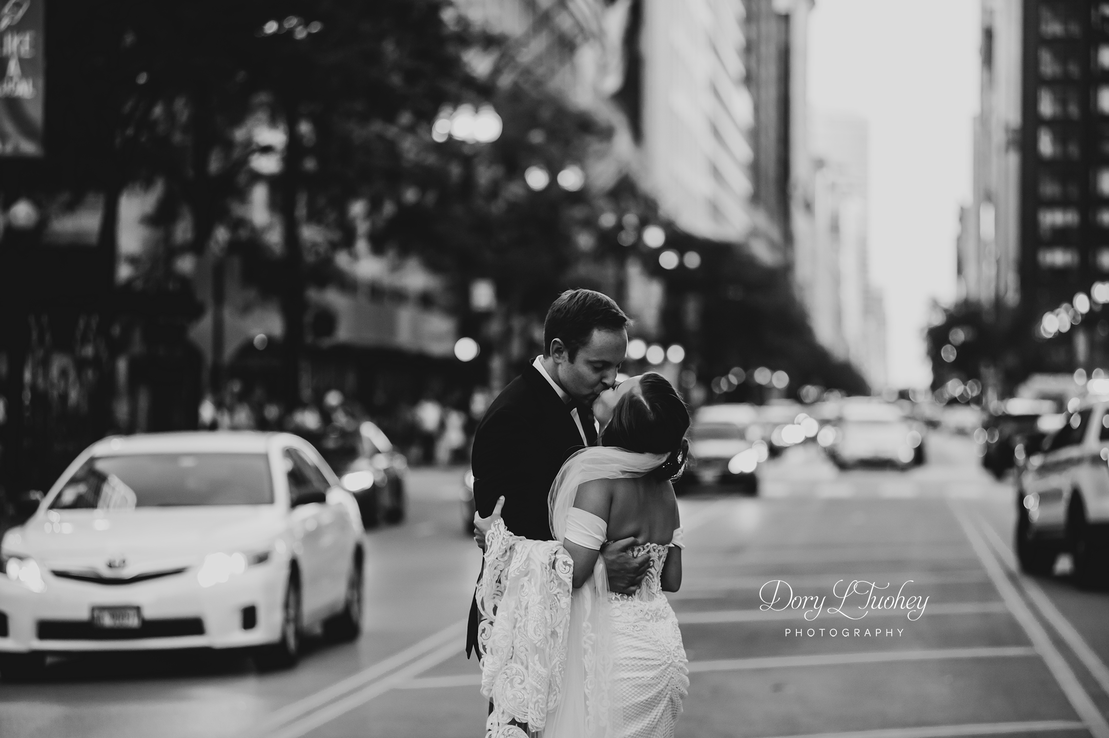 Wedding_chicago_bride_groom_photographer_wisconsin_gren_bay_wit_loyola_19.jpg