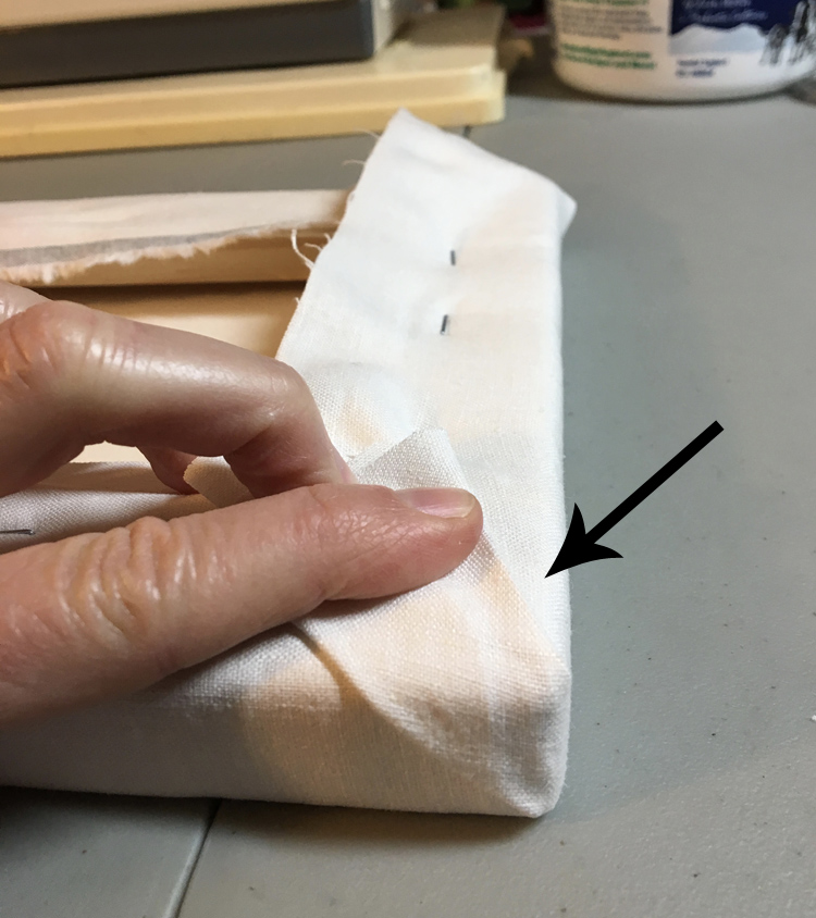Making a small secondary crease in the fold of the final fabric